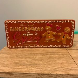 Too faced gingerbread extra spicy pallet